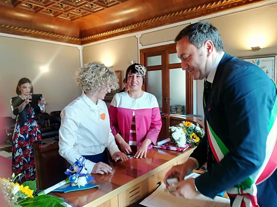 Matrimonio Spiaggia Favignana : Favignana celebrata la prima unione civile tra due donne news